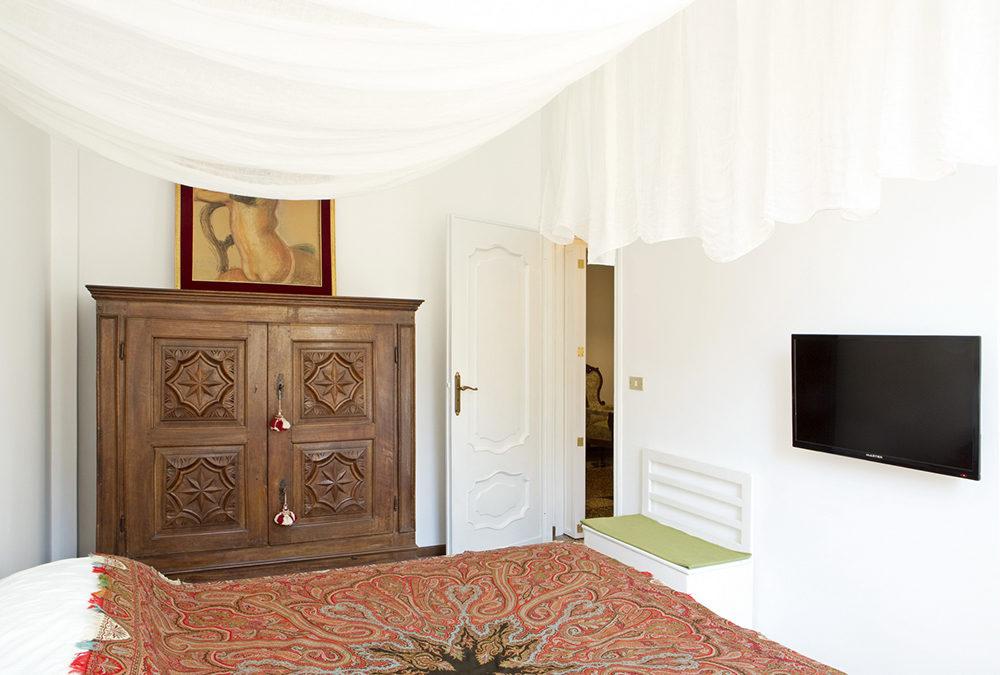 (Italiano) Camera elegante e confortevole